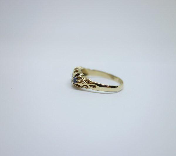 bague or et saphirs avec diamants