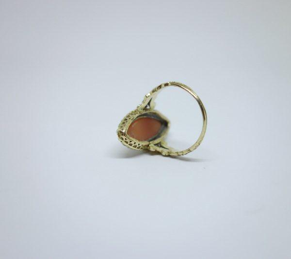 bague or et camée et demi-perles fines