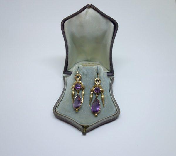 boucles d'oreilles en or avec améthystes pendantes