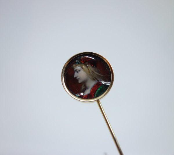 épingle cravate or et miniature émaillée