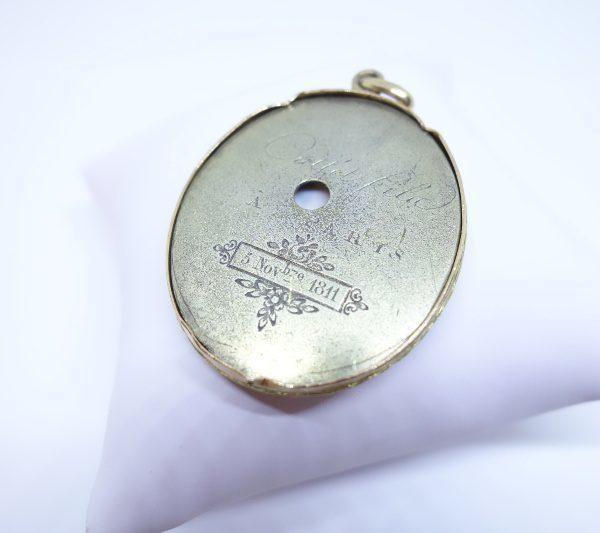pendentif or avec miniature sur ivoire