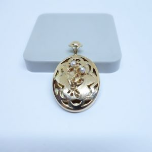 pendentif or ajouré avec perles fines