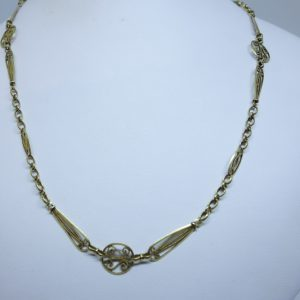 collier or filigrané