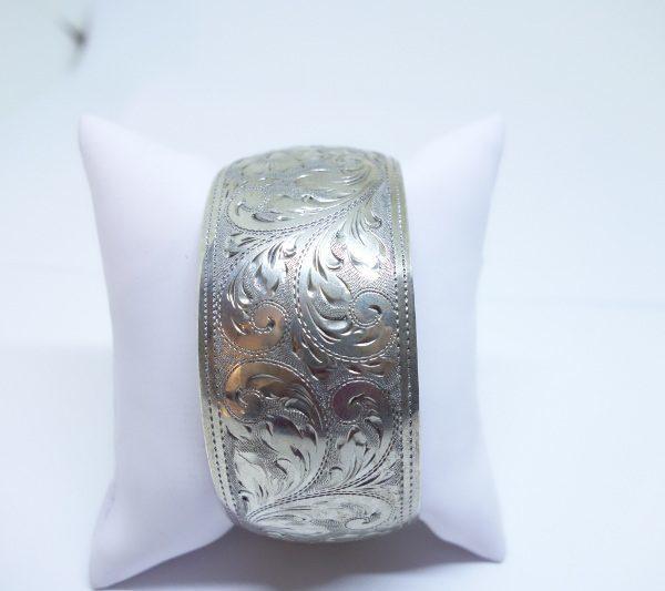 bracelet large argent avec motifs feuillages