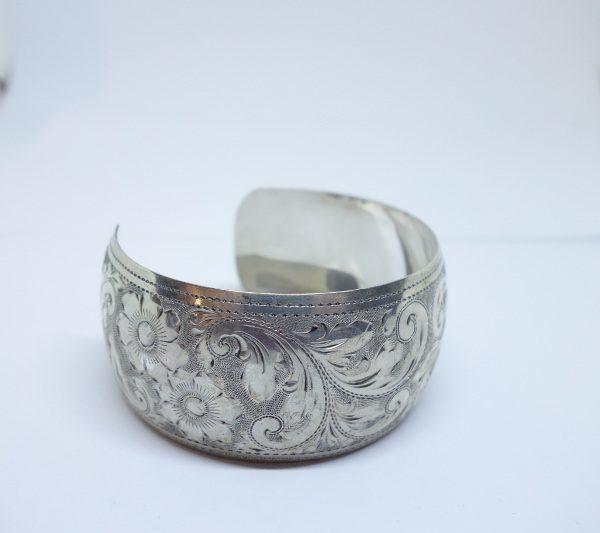 bracelet large en argent avec feuillages