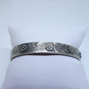 bracelet argent motifs fleurs en relief
