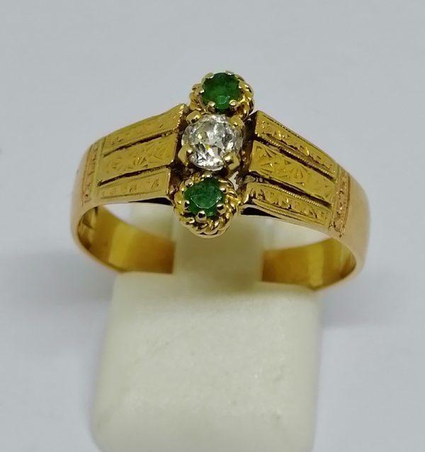 bague en or et émeraudes avec diamants tailles anciennes vers 1900
