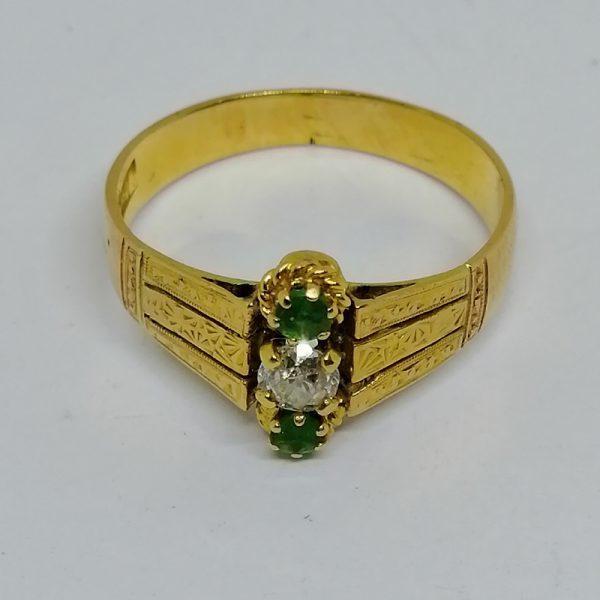 bague en or avec émeraudes et diamant de taille ancienne vers 1900