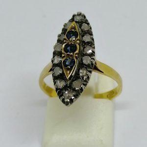 bague en or et sertie argent avec roses de diamants et saphirs vers 1880