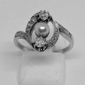 bague en or gris avec diamant et belle perle fine travail 1900