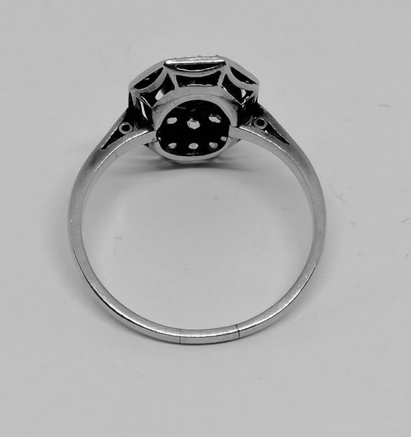 bague en or gris et platine avec diamants de forme octogonale et ajourée art déco vers 1930