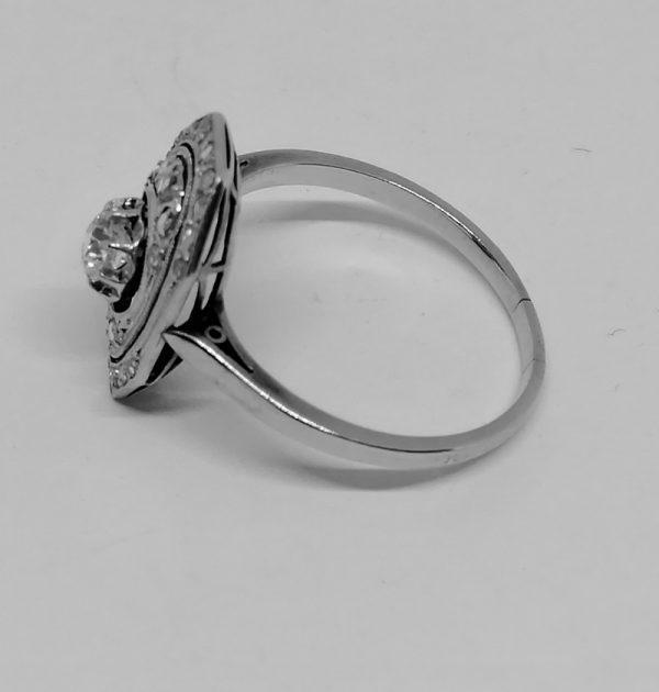 bague en or gris et platine avec diamants de forme octogonale ajourée art déco vers 1930