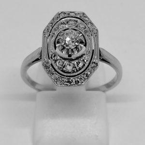 bague en or gris et platine avec diamants de forme octogonale art déco vers 1930