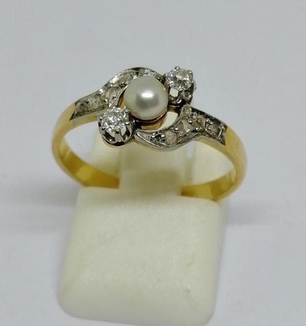 bague en or avec belle perle fine au centre et diamants travail art nouveau vers 1900