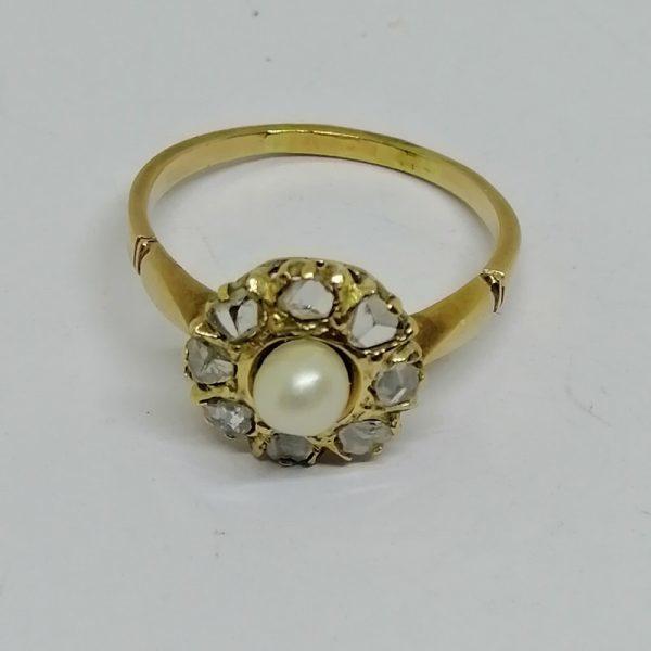 bague en or rosé et roses de diamants avec belle perle fine vers 1900
