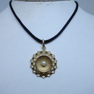 pendentif plaqué or ajouré et perle 1940