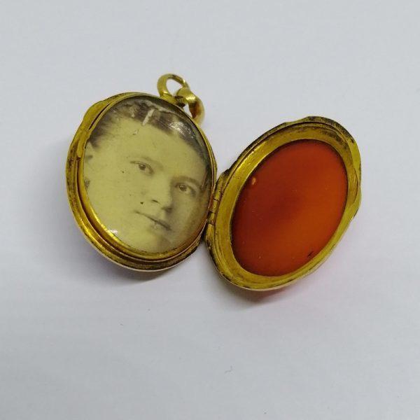 porte-photo pendentif en or et agate 1900