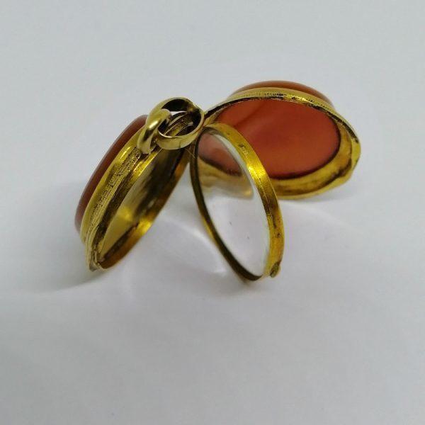 pendentif porte-photo en or et agate 1900