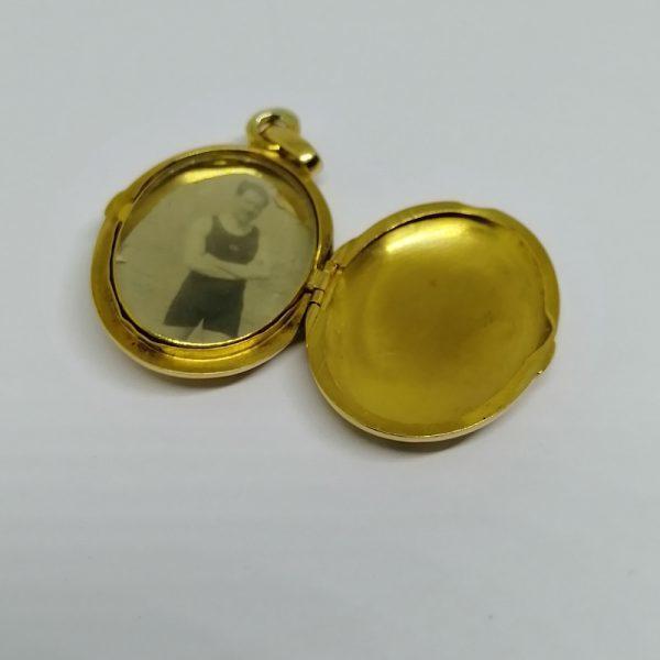 pendentif or porte-photo avec gravures 1900