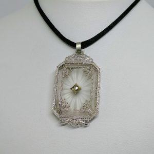 pendentif dentelle grise cristal de roche art déco