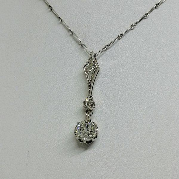 chaîne et pendentif en or gris avec diamants art déco