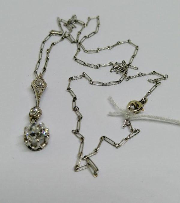 chaîne et pendentif en or gris avec diamants époque art déco 1930
