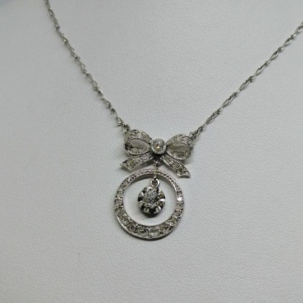 collier or gris art déco avec diamants