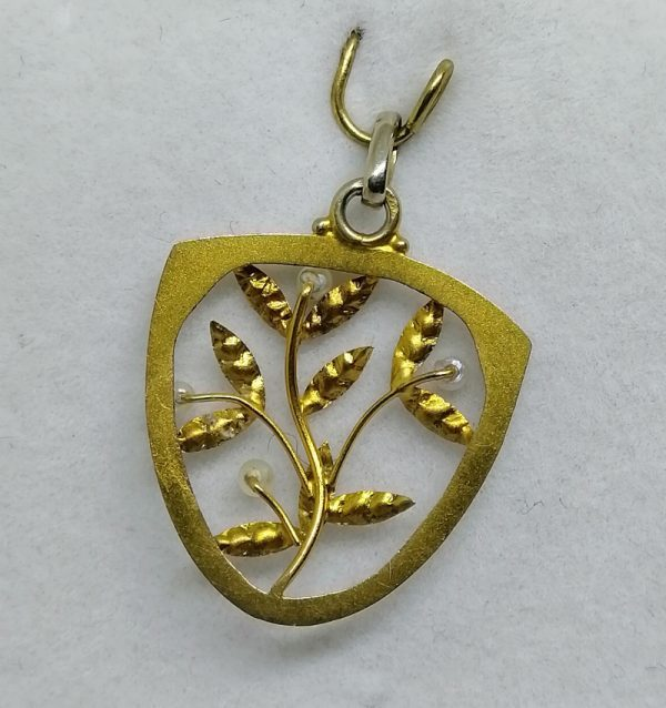 pendentif en or avec motif de gui art nouveau 1900