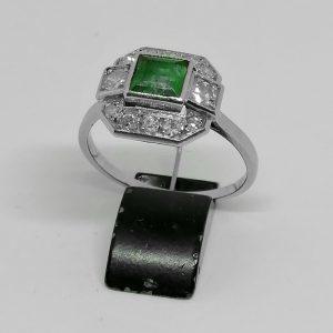 bague or gris et platine art déco diamants et émeraude 1930