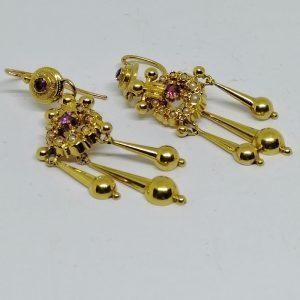 boucles d'oreilles pendantes en or avec améthystes et perles fines vers 1870