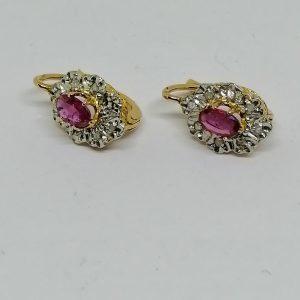 boucles d'oreilles dormeuses en or, rubis et roses de diamants vers 1890
