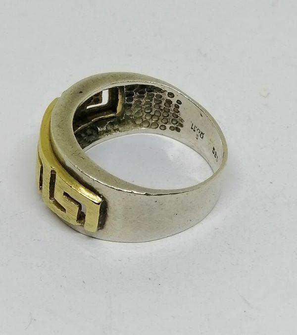 bague en argent et or 14ct avec découpe de frise à la grecque bijou vintage vers 1970-80.