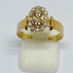 bague en or rosé avec demi-perles fines et roses de diamants vers 1870