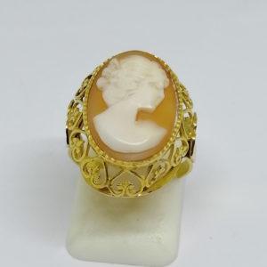 bague or avec camée coquillage vers 1940