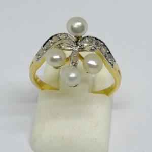 bague en or avec roses de diamants et grosses perles fines vers 1880