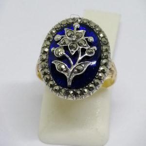 bague en or et argent avec fond guilloché et émail bleu pavage de marcasites vers 1860