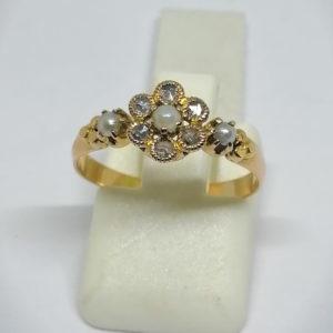 bague en or rose avec roses de diamants et demi-perles fines vers 1890