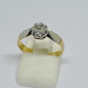 solitaire en or bicolore avec rose de diamant vers 1900
