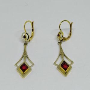 boucles d'oreilles pendantes en or époque art déco