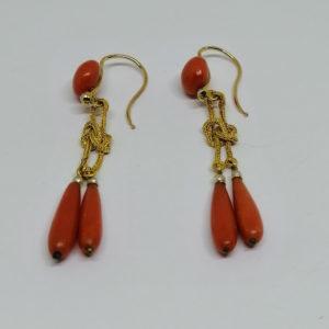 boucles d'oreille or pendantes avec corail et perles fines