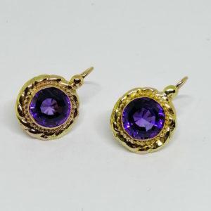 paire de boucles d'oreilles en or avec améthystes rondes vers 1860