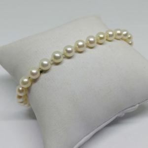 bracelet perles de culture et fermoir menotte en or