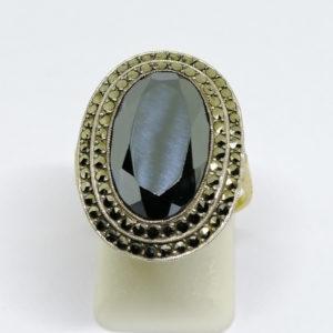 bague argent/or, avec hématite ovale et marcasites art déco vers 1930.