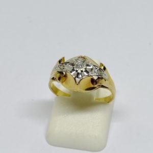 bague en or bicolore avec petit diamant vers 1920.
