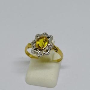 bague en or bicolore avec saphir jaune de synthèse et roses de diamants, vers 1920.