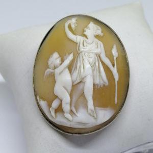 broche argent avec camée coquillage scène à l'antique vers 1880.