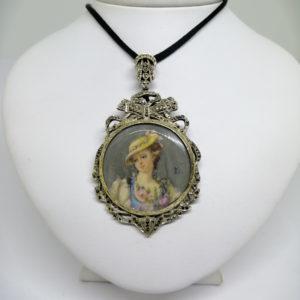 pendentif/broche avec miniature sur ivoire et marcasites 19ième siècle.